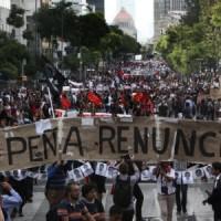 Protesta_Ayotzi_PenaRenuncia