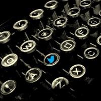 Twitter-y-periodistas_maquina-teclas