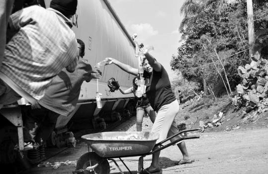 las_patronas_mexico_veracruz_central_american_migrants_trains_1_joseph_sorrentino-539x349