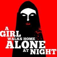 una-chica-regresa-sola